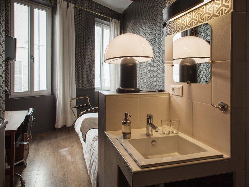 douche dans une chambre trendy chambre italienne lgant chambre avec salle de bain douche. Black Bedroom Furniture Sets. Home Design Ideas